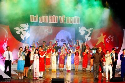 Sinh viên quốc tế hát về Chủ tịch Hồ Chí Minh - ảnh 1
