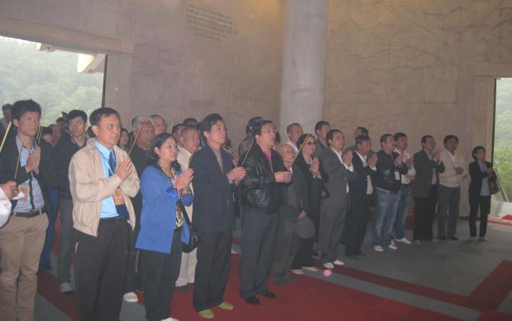 Đoàn kiều bào về với di tích lịch sử Pác Bó, Cao Bằng - ảnh 1