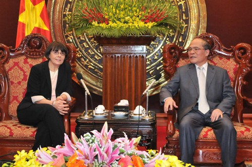 Chủ tịch Quốc hội Nguyễn Sinh Hùng tiếp Phó Chủ tịch Hạ viện Italia  - ảnh 1