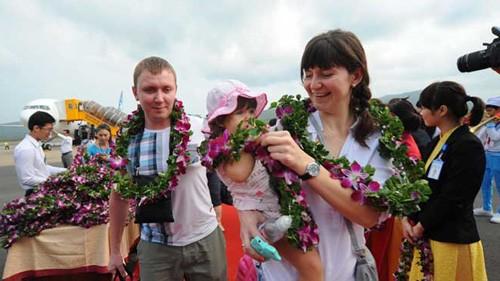 Phú Quốc chào đón 290 khách Nga trên chuyến bay quốc tế đầu tiên đến đảo ngọc - ảnh 1