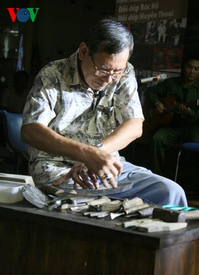Nghệ nhân Phạm Quang Xuân và câu chuyện những đôi hài vạn dặm - ảnh 1