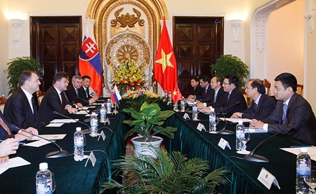 Chủ tịch nước Trương Tấn Sang tiếp Phó Thủ tướng, Bộ trưởng Ngoại giao Slovakia - ảnh 1