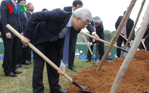 Tổng Bí thư Nguyễn Phú Trọng tham dự Tết trồng cây tại Hà Nội - ảnh 1
