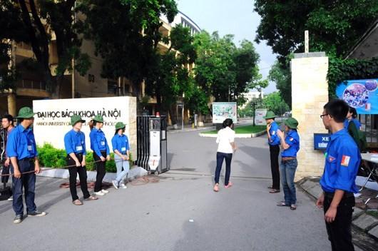 Thanh niên tình nguyện tham gia đảm bảo an toàn giao thông - ảnh 1
