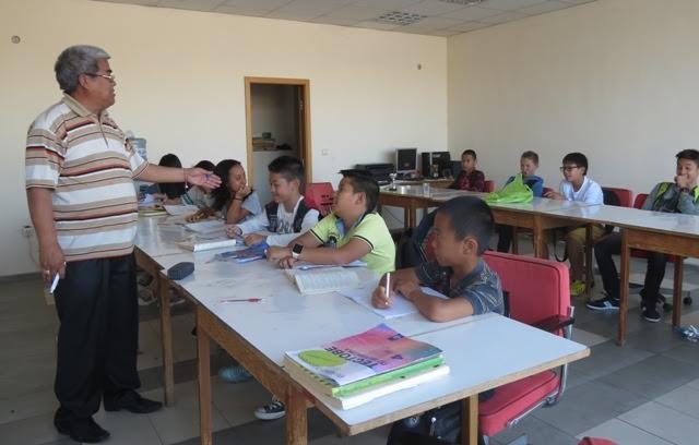 Thầy giáo già tận tâm với thế hệ trẻ gốc Việt tại Bungari - ảnh 2