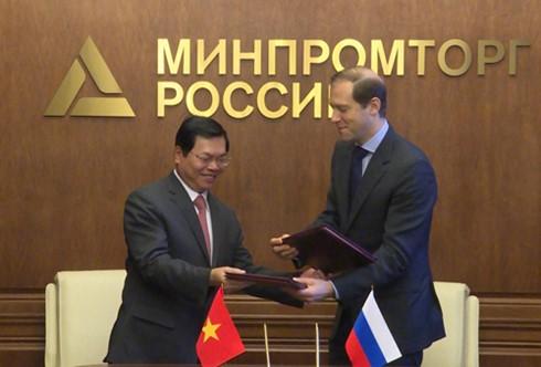 Việt Nam và Nga ký Nghị định thư về hỗ trợ sản xuất phương tiện vận tải có động cơ - ảnh 1