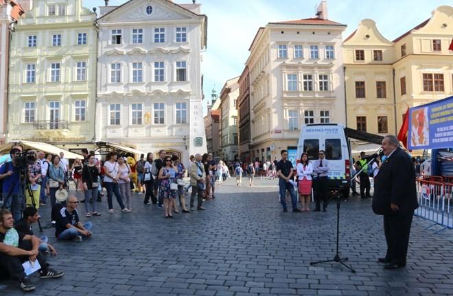 Mít tinh tại Cộng hòa Czech ủng hộ phán quyết của Tòa trọng tài quốc tế về Biển Đông  - ảnh 1