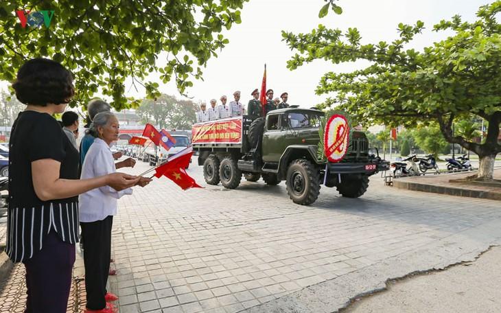 Tỉnh Điện Biên đón nhận, an táng 30 hài cốt liệt sỹ quân tình nguyện Việt Nam hy sinh tại Lào - ảnh 1