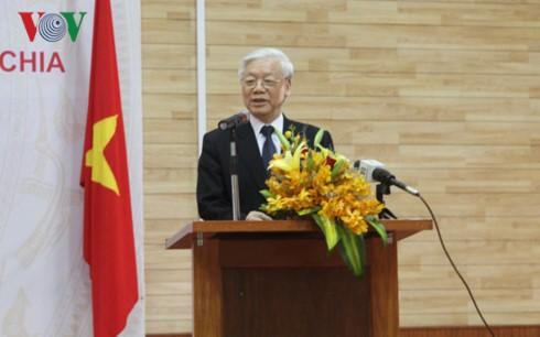 Tổng Bí thư Nguyễn Phú Trọng đến thăm Đại sứ quán Việt Nam tại Campuchia - ảnh 1