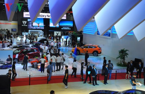 Khai mạc triển lãm ô tô quốc tế lớn nhất Việt Nam - ảnh 1