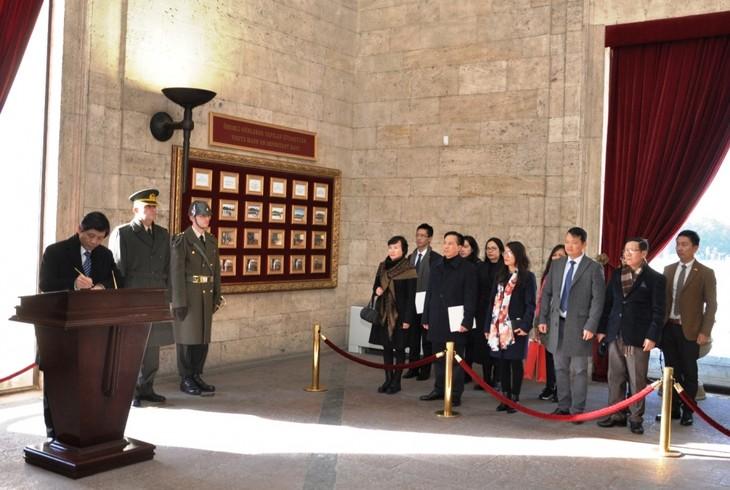 Đại sứ Trần Quang Tuyến trình Ủy nhiệm thư lên Tổng thống Thổ Nhĩ Kỳ - ảnh 4