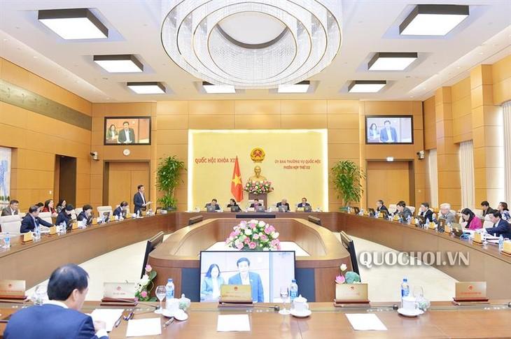 Ủy ban Thường vụ Quốc hội bước sang ngày làm việc thứ 3 - ảnh 1