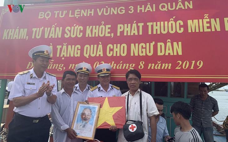 """Phát động Chương trình """"Hải quân Việt Nam làm điểm tựa cho ngư dân vươn khơi bám biển"""" - ảnh 1"""