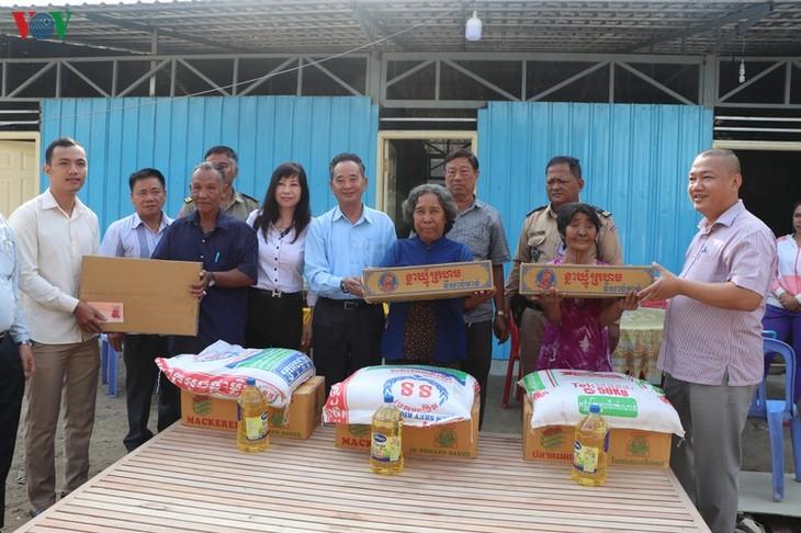 Trao tặng nhà cho các hộ bị hỏa hoạn tại Campuchia - ảnh 1