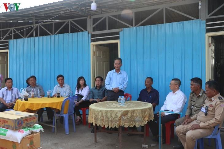 Trao tặng nhà cho các hộ bị hỏa hoạn tại Campuchia - ảnh 2