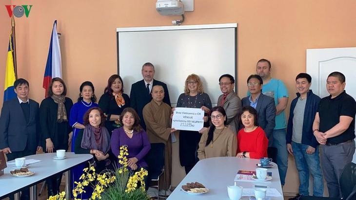 Người Việt tại Cộng hòa Czech quyên góp ủng hộ cho các nạn nhân và trung tâm bảo trợ người khuyết tật Vejprty - ảnh 1