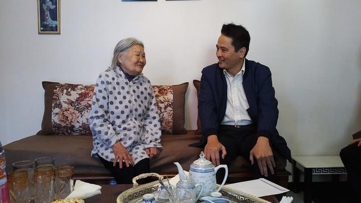 Đại sứ quán Việt Nam thăm hỏi cộng đồng người Việt tại Alger - ảnh 2