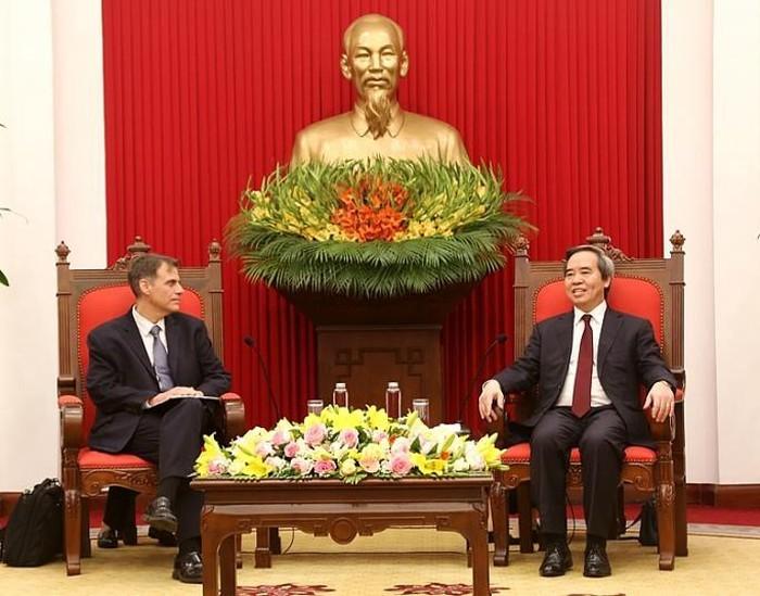 Trưởng Ban Kinh tế Trung ương Nguyễn Văn Bình tiếp Phó Trợ lý Bộ trưởng Bộ Tài chính Hoa Kỳ - ảnh 1