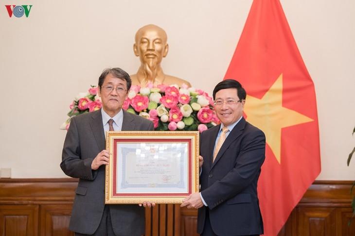 Trao Huân chương Hữu nghị cho Đại sứ đặc mệnh toàn quyền Nhật Bản - ảnh 1