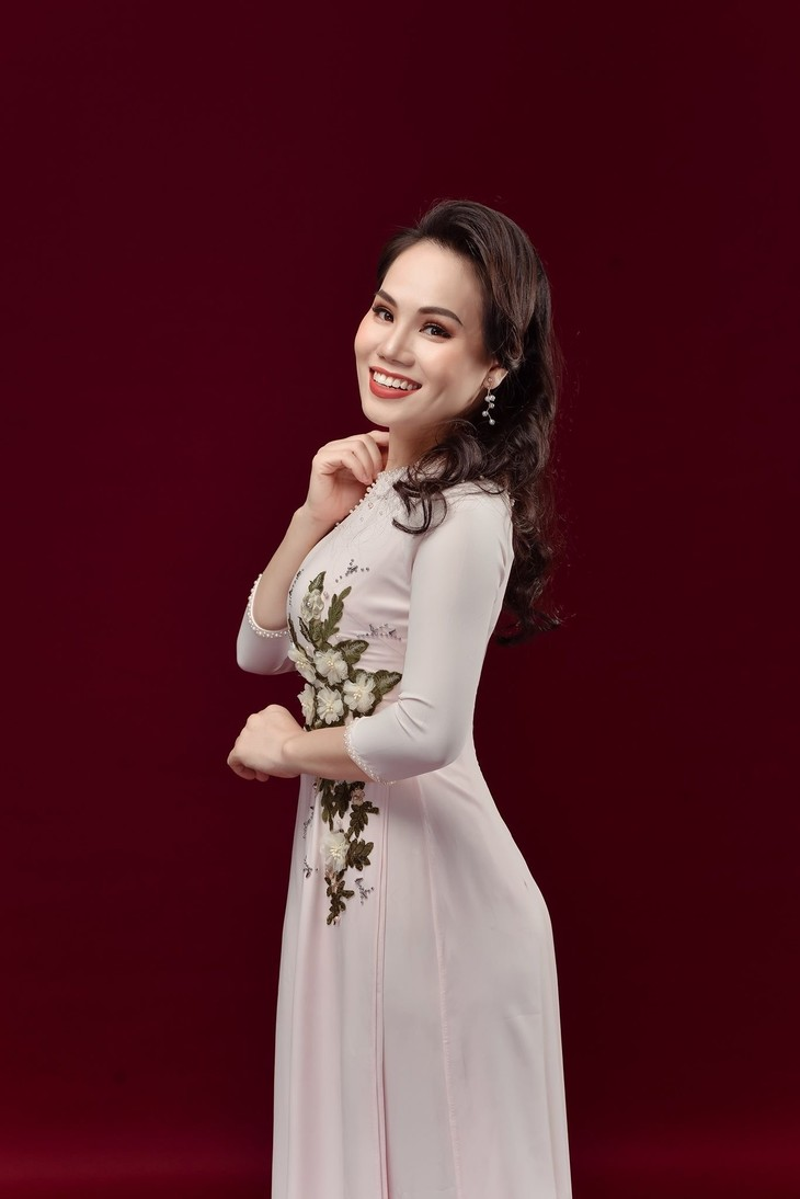 Ca sĩ Cẩm Tú: Hát về Chủ tịch Hồ Chí Minh với lòng kính yêu vô bờ - ảnh 1