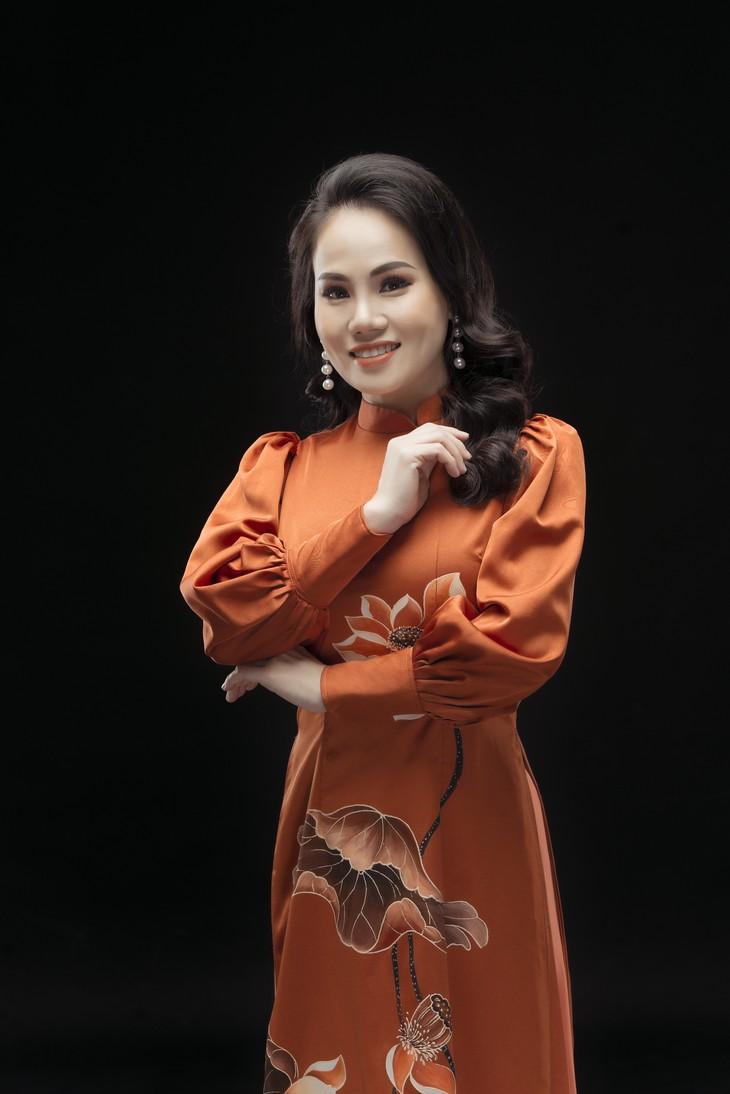 Ca sĩ Cẩm Tú: Hát về Chủ tịch Hồ Chí Minh với lòng kính yêu vô bờ - ảnh 4