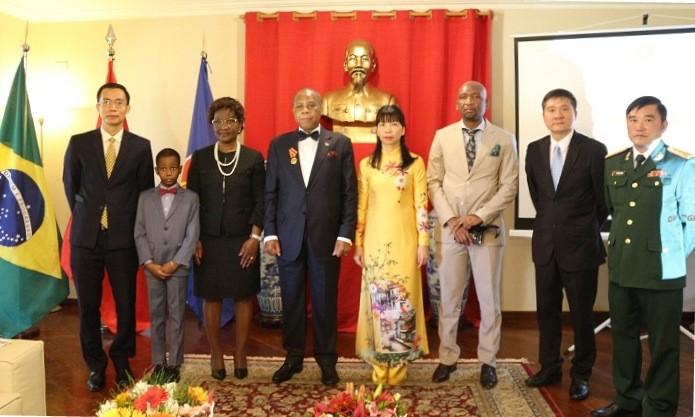 Trao Huân chương Hữu nghị của Nhà nước Việt Nam cho Đại sứ Cộng hòa Mozambique  - ảnh 2