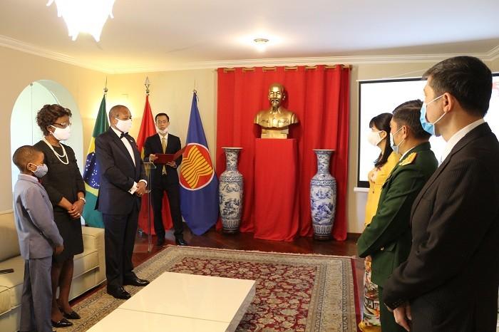 Trao Huân chương Hữu nghị của Nhà nước Việt Nam cho Đại sứ Cộng hòa Mozambique  - ảnh 3