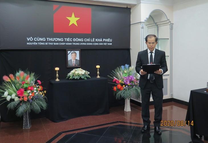 Đại sứ quán Việt Nam tại Brunei tổ chức lễ viếng và mở sổ tang nguyên Tổng Bí thư Lê Khả Phiêu - ảnh 1
