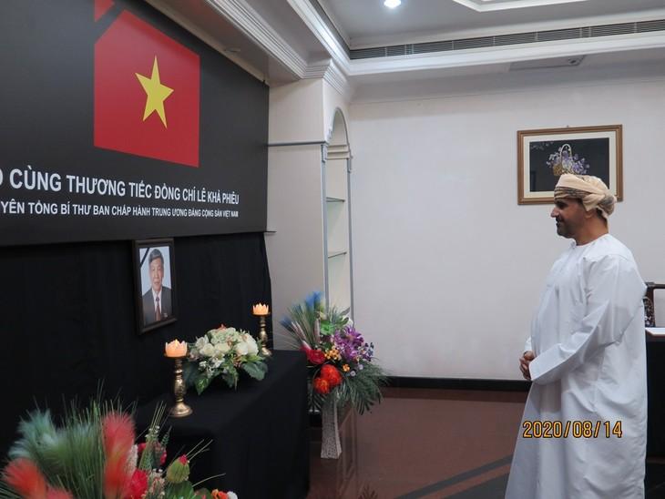 Đại sứ quán Việt Nam tại Brunei tổ chức lễ viếng và mở sổ tang nguyên Tổng Bí thư Lê Khả Phiêu - ảnh 4