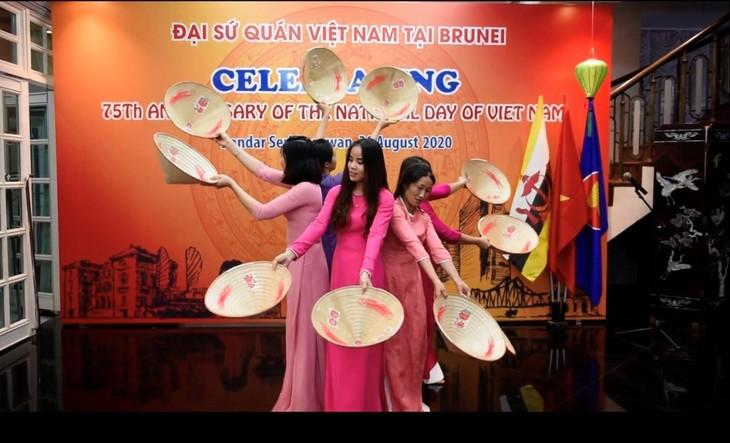 Các hoạt động kỷ niệm 75 năm Quốc khánh Việt Nam tại Đại sứ quán Việt Nam tại Brunei - ảnh 4