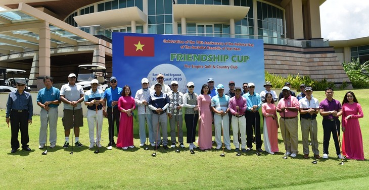 Các hoạt động kỷ niệm 75 năm Quốc khánh Việt Nam tại Đại sứ quán Việt Nam tại Brunei - ảnh 5