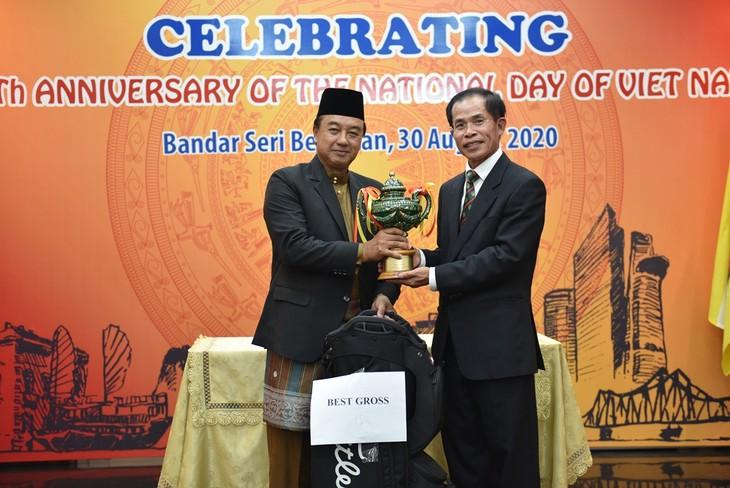 Các hoạt động kỷ niệm 75 năm Quốc khánh Việt Nam tại Đại sứ quán Việt Nam tại Brunei - ảnh 7