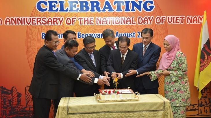 Các hoạt động kỷ niệm 75 năm Quốc khánh Việt Nam tại Đại sứ quán Việt Nam tại Brunei - ảnh 3