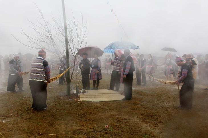 Lễ hội Gầu Tào thu hút được hàng nghìn người tham gia - ảnh 1
