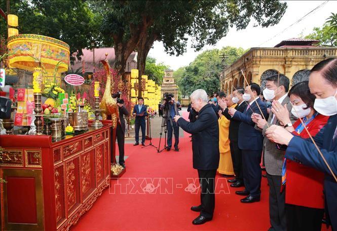 Tổng Bí thư, Chủ tịch nước Nguyễn Phú Trọng dâng hương và trồng cây tại Hoàng thành Thăng Long - ảnh 1