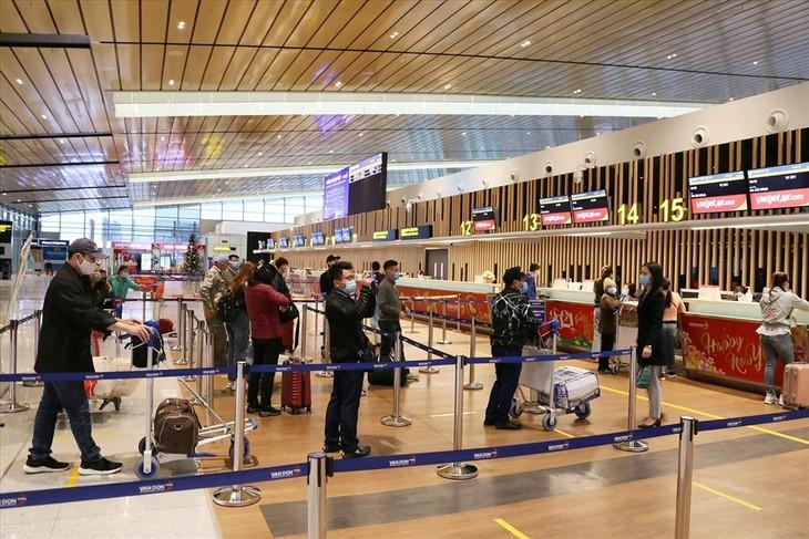 Cảng Hàng không quốc tế Vân Đồn ngày đầu mở cửa trở lại - ảnh 1