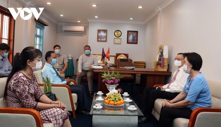 Đại sứ quán Việt Nam tại Campuchia luôn sát cánh cùng bà con trong đại dịch Covid-19 - ảnh 2