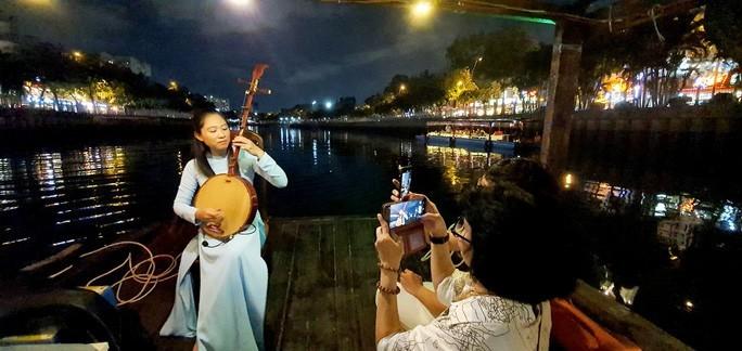 Thành phố Hồ Chí Minh kích cầu du lịch dịp nghỉ lễ 30/4 - 1/5 - ảnh 1