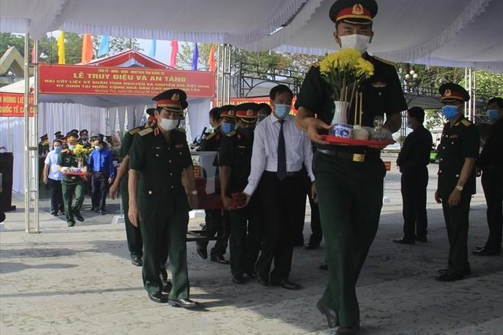 Tỉnh Quảng Trị tổ chức truy điệu, an táng 24 hài cốt liệt sĩ Việt Nam hy sinh tại Lào - ảnh 1