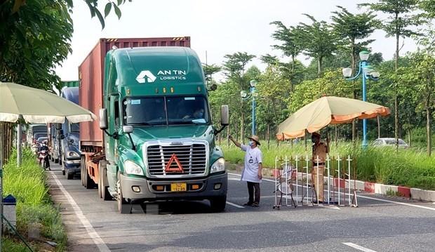 Không kiểm tra xe chở hàng thiết yếu, lương thực, thực phẩm phục vụ vùng có dịch COVID-19 - ảnh 1