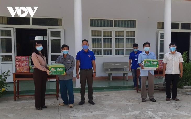 Đài Tiếng nói Việt Nam trao quà cho cựu chiến binh, chốt phòng dịch Covid-19 ở Ninh Thuận - ảnh 1