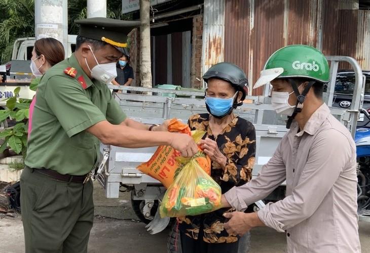 """""""Những chuyến xe nghĩa tình"""" hỗ trợ và đồng hành cùng Đồng Nai phòng chống dịch bệnh - ảnh 3"""