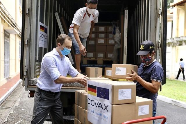 Hơn 852 nghìn liều vaccine chính phủ Đức hỗ trợ Việt Nam về đến Hà Nội - ảnh 1