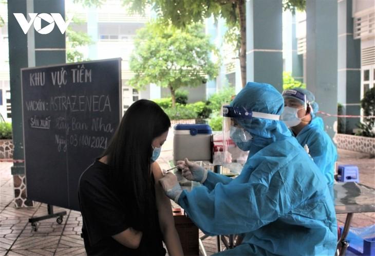 Phú Nhuận là quận đầu tiên ở Thành phố Hồ Chí Minh cơ bản hoàn thành tiêm vaccine mũi 2  - ảnh 1