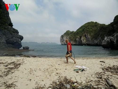 Русские туристы очистили от мусора побережье острова Катба - ảnh 2