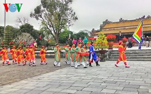 Во Вьетнаме встретили Новый год по лунному календарю - ảnh 1