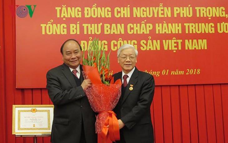 Нгуен Фу Чонг получил знак «50 лет пребывания в КПВ» - ảnh 1