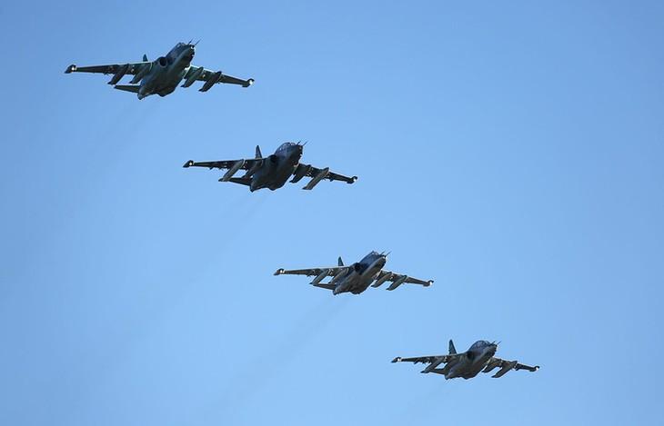 Россия уничтожила десятки боевиков после того, как они сбили Су-25 - ảnh 1