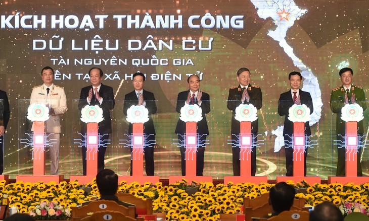Премьер-министр Вьетнама принял участие в церемонии открытия системы баз данных о населении - ảnh 1