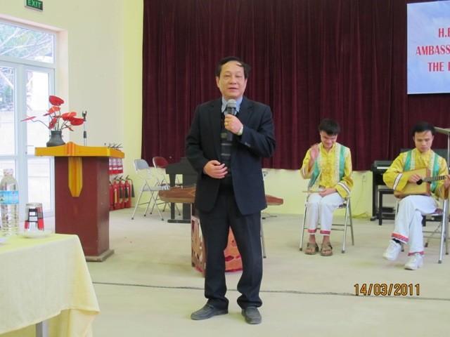 กิจกรรมการกุศลของสถานทูตไทยประจำเวียดนาม ณ โรงเรียนคนตาบอด NguyenDinhChieu - ảnh 4